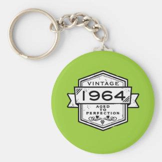 1964 envejecido a la perfección llavero redondo tipo pin