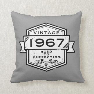 1967 envejecido a la perfección cojín decorativo