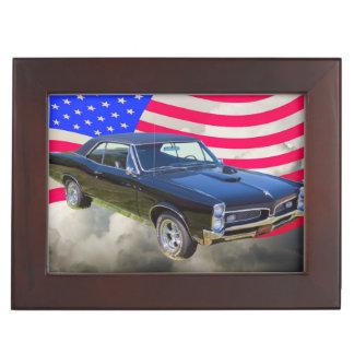 1967 Pontiac GTO y bandera americana Cajas De Recuerdos