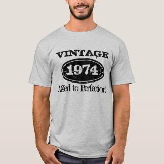 1974 envejecido a la camiseta del cumpleaños del