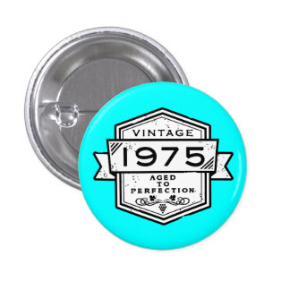 1975 envejecido a la perfección pin redondo 2,5 cm