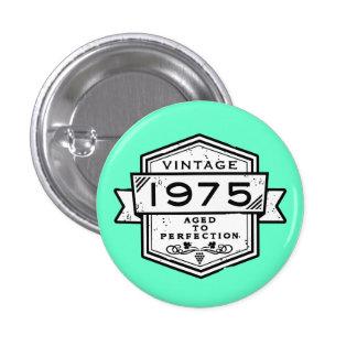 1975 envejecido a la perfección pin redondo de 1 pulgada