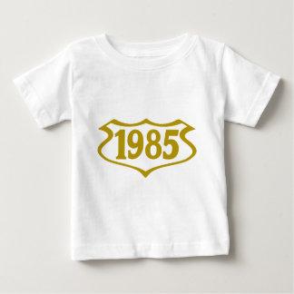 1985 shield.png playera de bebé
