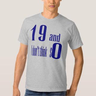 19 y yo no piensan tan la camiseta playera