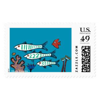 1, 2, 3 pescados con los pequeños pescados y coral timbres postales