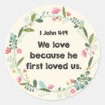 1 4:19 de Juan amamos porque él primero amó al Pegatina Redonda