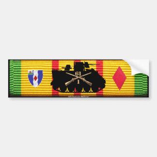 1/61o Los Inf siguen y las insignias en cinta de V Pegatina De Parachoque