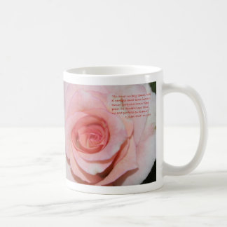1 Juan 4-18B Con Rosa Mojada Coffee Mug