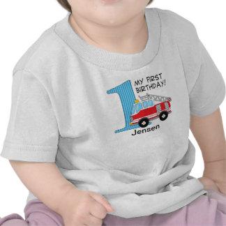 1r Azul/rojo del coche de bomberos del cumpleaños Camisetas