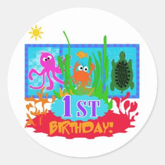 1r Camisetas submarinas del cumpleaños de la avent Etiqueta Redonda