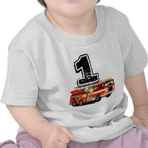 1r cumpleaños del coche de bomberos rojo camiseta
