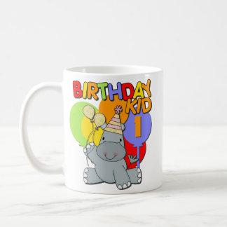 1r cumpleaños del hipopótamo taza básica blanca