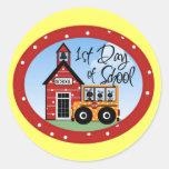 1r Día de camisetas y de regalos de la escuela Etiquetas Redondas