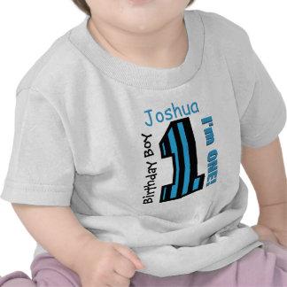 1r El muchacho del cumpleaños raya un nombre de en Camiseta