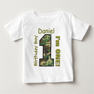 1r Muchacho Camo del cumpleaños un nombre de Tee Shirt