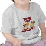 1r muchacho del cumpleaños de los gemelos/camiseta