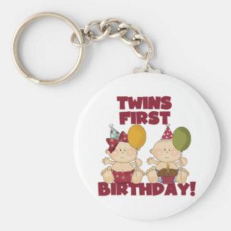 1r muchacho del cumpleaños de los gemelos/camiseta llavero redondo tipo pin