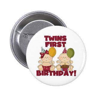 1r muchacho del cumpleaños de los gemelos/camiseta pin redondo 5 cm
