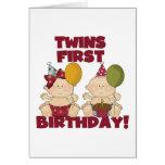 1r muchacho del cumpleaños de los gemelos/camiseta tarjetas