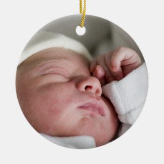 1r ornamento de encargo de la foto del navidad de adorno navideño redondo de cerámica