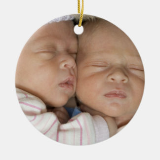 1r ornamento del navidad de los gemelos adorno navideño redondo de cerámica