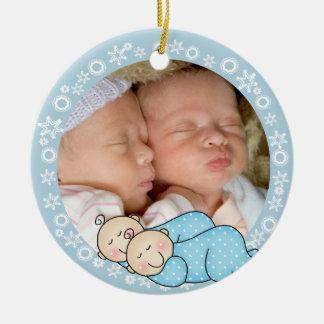 1r ornamento del navidad de los muchachos gemelos adorno navideño redondo de cerámica