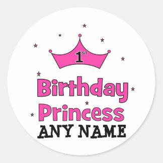1r ¡Princesa del cumpleaños!  con la corona rosada Pegatina Redonda