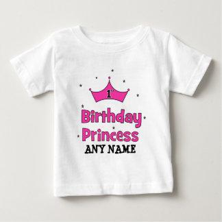 1r ¡Princesa del cumpleaños!  con la corona rosada Playera Para Bebé