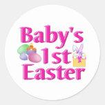1r regalo de Pascua del bebé Etiquetas Redondas