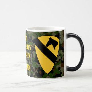 1r Taza de café verde de Camo Vietnam de la divisi