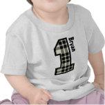 1r TELA ESCOCESA del muchacho del cumpleaños un no Camisetas
