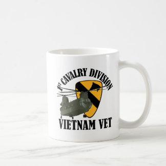 1r Veterinario de Cav Vietnam - CH-47 Taza Básica Blanca