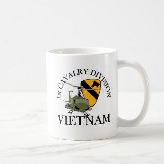 1r Veterinario de Cav Vietnam Taza Básica Blanca