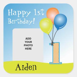1ra foto del cumpleaños del niño coloreado de los pegatina cuadrada