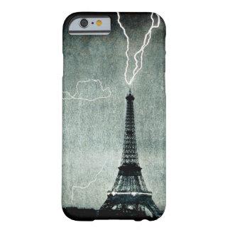 1ra huelga - el relámpago golpea la torre Eiffel Funda Barely There iPhone 6