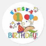 1ras camisetas y regalos del cumpleaños de la etiqueta redonda