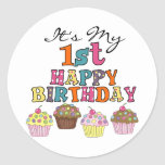 1ras camisetas y regalos del cumpleaños de las mag etiquetas redondas