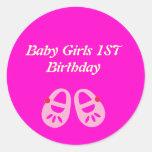 1ros pegatinas del cumpleaños de la niña rosada pegatinas redondas