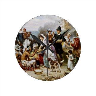 1st thanksgiving round clock