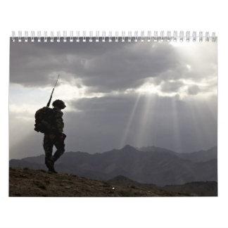 2012 siluetas militares en dios que confiamos en calendario de pared