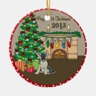 2013 navidad de Puppys del pastor alemán primer Adorno Redondo De Cerámica