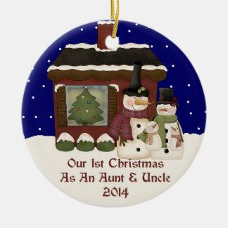 2014 mi 1r navidad como una tía y tío adorno navideño redondo de cerámica