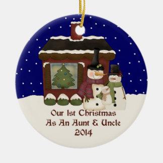 2014 nuestro 1r navidad como una tía y tío adorno navideño redondo de cerámica