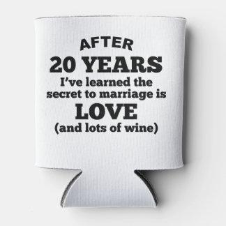 20 años de amor y de vino enfriador de latas
