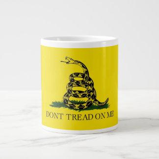 20 oz. Coffee Mug w/ Gadsden Flag-Dont Tread On Me