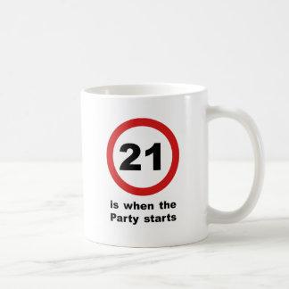 21 es cuando el fiesta comienza taza