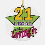 21 legal y amándolo ornamento de navidad