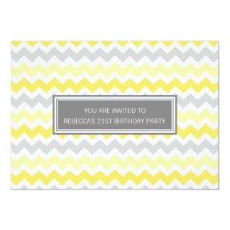 21ra invitación gris amarilla de la fiesta de