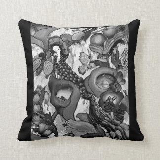 2240 Creatures In our Garden Cushion - black