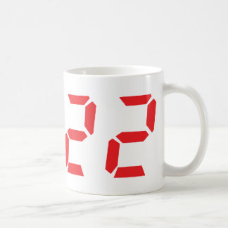 22 veintidós números digitales del despertador del taza básica blanca